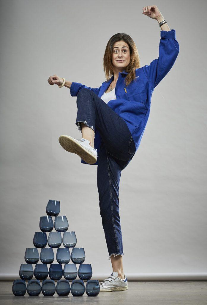 isabelle directrice communication chefing en veste bleue