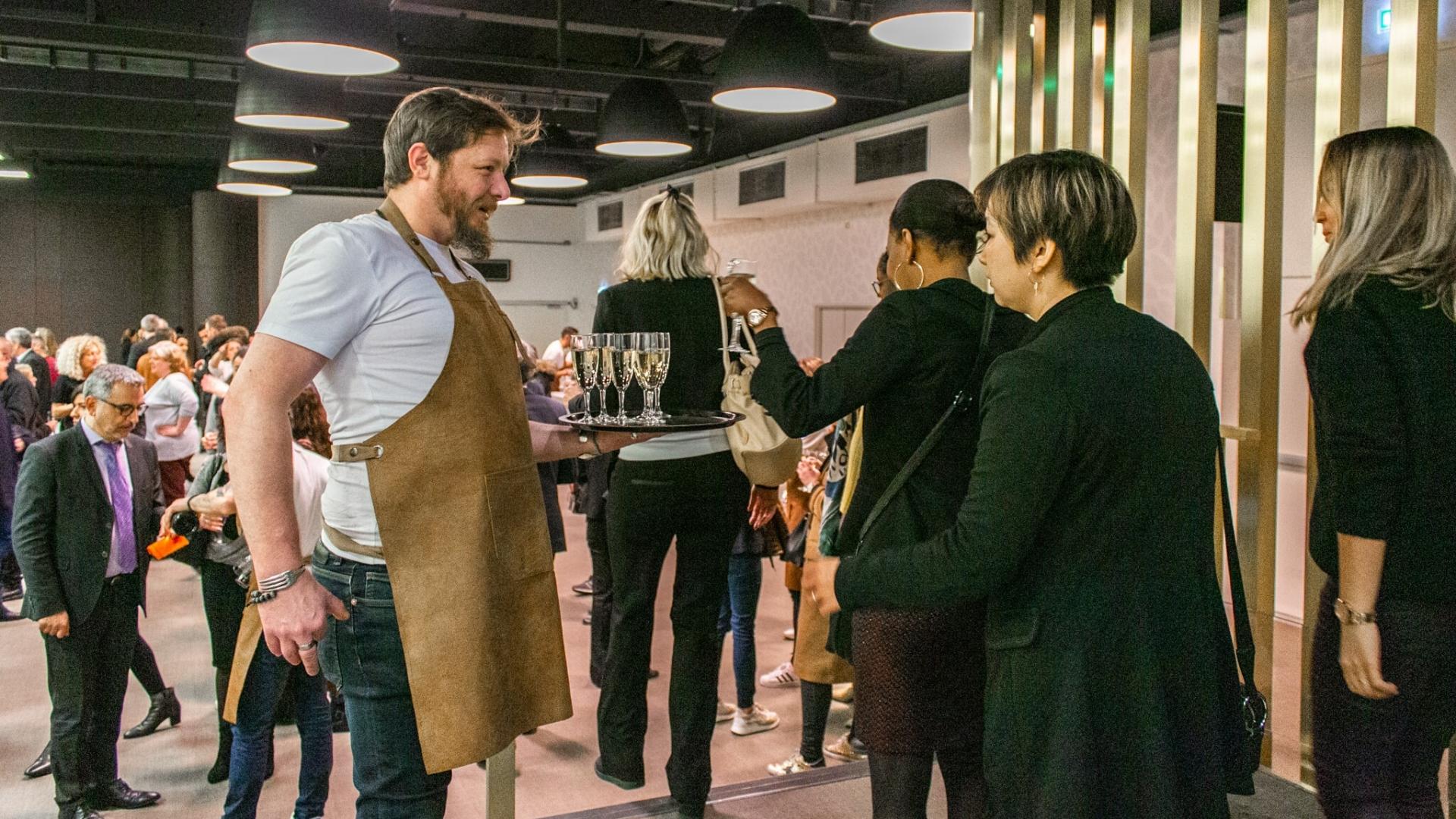 Remercier ses collaborateurs et clients avec un accueil coupes de champagne