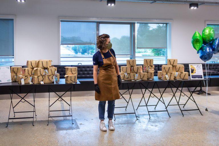 Staff distribution de boxs chez Total Direct Energie